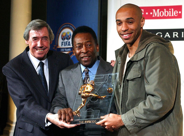 Gordon Banks i selskab med Pelé og Thierry Henry i 2004.