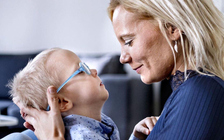 Stine Aagaard Hansen bruger stort set alle sine vågne timer i selskab med sin handicappede søn.
