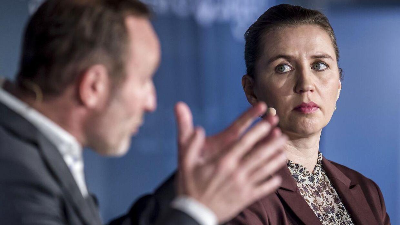 Martin Lidegaard (RV) og Mette Frederiksen (S) under debat om sundhed, ældrepleje og værdig tilbagetrækning hos Ældre Sagen i København onsdag den 6. februar 2019.