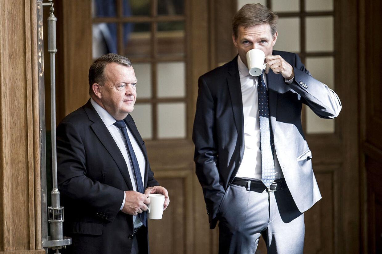 Målingen er dårligt nyt for statsminister Lars Løkke Rasmussen (V) og Kristian Thulesen Dahl (DF). De to partier styrtbløder mandater.