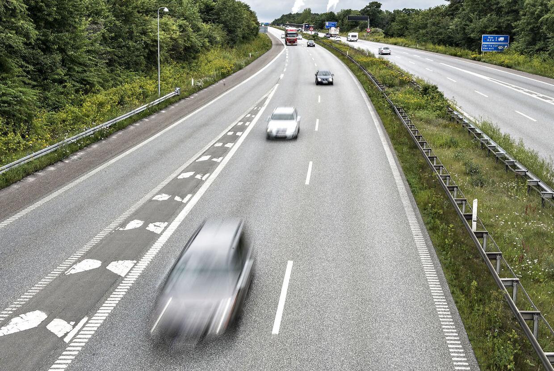 En relativ ny bekendtgørelse gør, at kommuner i særlige tilfælde kan vedtage en lavere hastighedsgrænse alene af hensyn til at nedbringe trafikstøjen. Det har tre sjællandske kommuner gjort, skriver Sjællandske Nyheder.