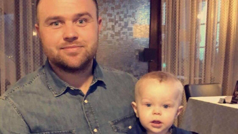 Martin og sønnen Lewi. Billedet er taget på Smakkerup Kro.