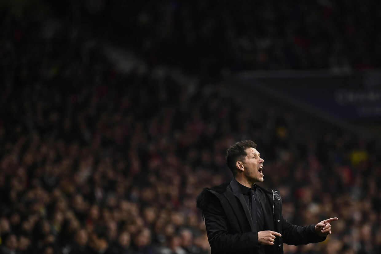 Atletico Madrid's Argentinian coach Diego Simeone gestures during the UEFA Champions League round of 16 first leg football match between Club Atletico de Madrid and Juventus FC at the Wanda Metropolitan stadium in Madrid on February 20, 2019. (Photo by PIERRE-PHILIPPE MARCOU / AFP)