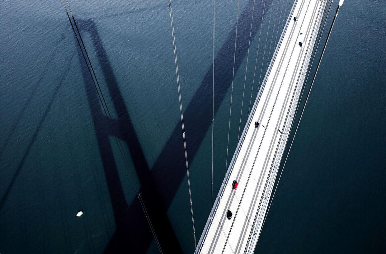 Storebæltsbroen set fra en af pylonerne.