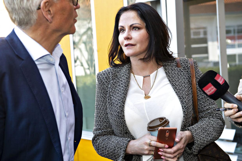 Tirsdag får Maria Hirse - tidligere tv-værtinde i ord-quizzen 'Lykkehjulet' - sin dom. Ved Retten i Helsingør er den 47-årige Maria Hirse tiltalt for sammenlagt fem forhold om hæleri, forsøg på tyveri og ulovlig våbenbesiddelse. Helsingør, tirsdag den 26. februar 2019.