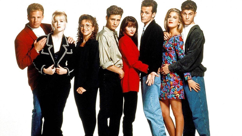 Luke Perry (nummer tre fra højre) sammen med sine medspillere fra tv-serien Beverly Hills 90210.