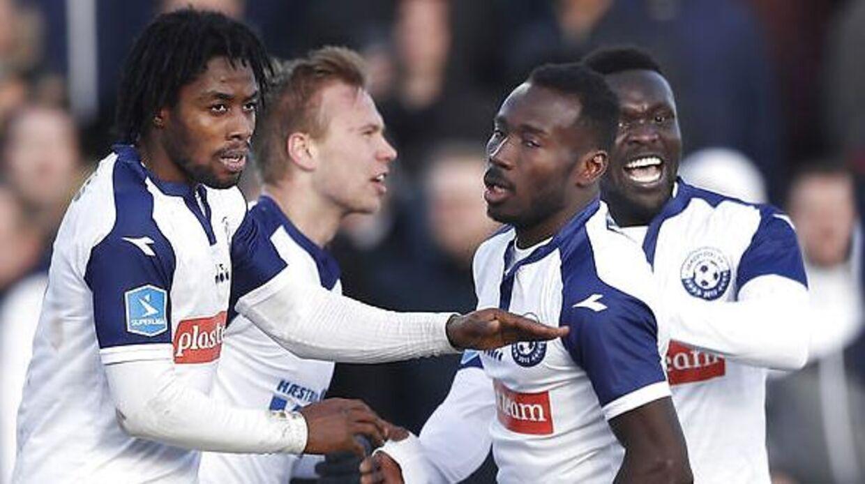 Vendsyssel FF's Jon Thorsteinsson, i midten, sammen med holdkammeraterne efter en scoring mod AGF.