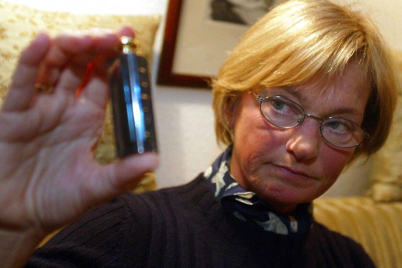 Folketingsformand Pia Kjærsgaard (DF) er en af de varmeste fortalere for lovliggørelsen af peberspray. I 2003 fik hun en bøde på 3000 kroner for overtrædelse af våbenloven ved at være i besiddelse af en dengang ulovlig peberspray.