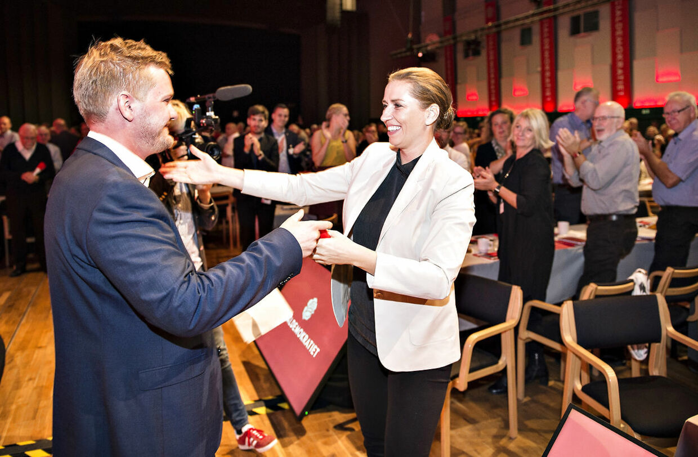 Tidligere DSU-formand Lasse Quvang Rasmussen løj om, hvorfor han gik af som formand. Her ses han med Mette Frederiksen. B.T. vil gerne spørge hende, om hun kendte til løgnen, men det har endnu ikke været muligt at få en kommentar fra hende.