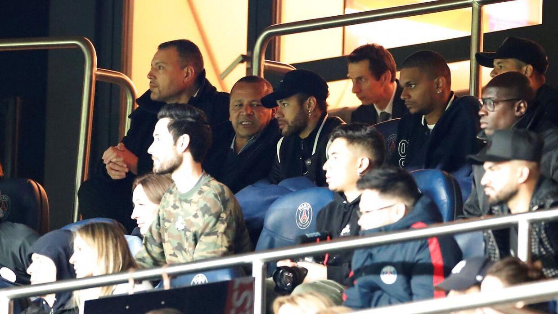 Neymar så kampen fra tribunen.
