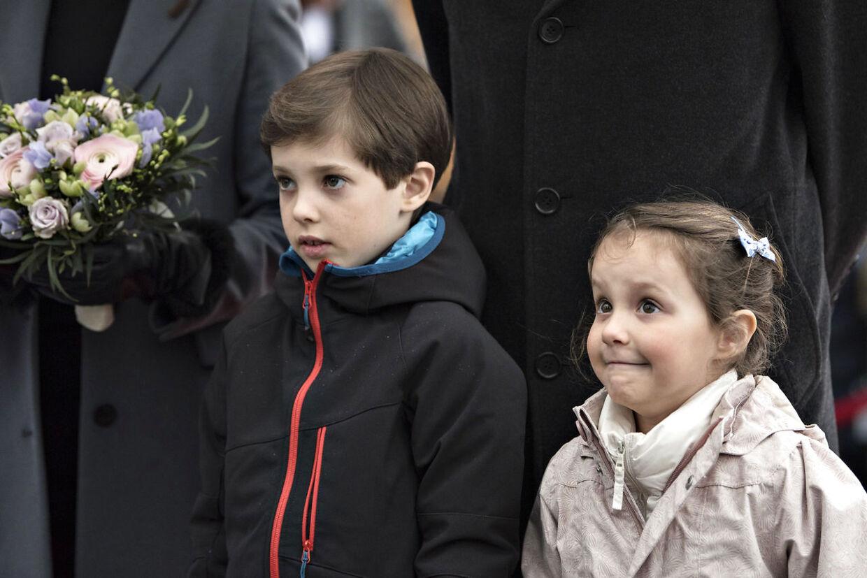 Prins Joachim tager både hustruen prinsesse Marie og børnene Henrik og Athena med til Paris.