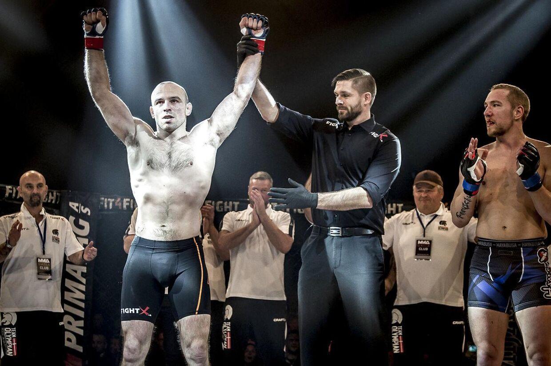 Mark O. Madsen efter sin kamp mod den tidligere svenske MMA-mester Matthias Freyschuss.