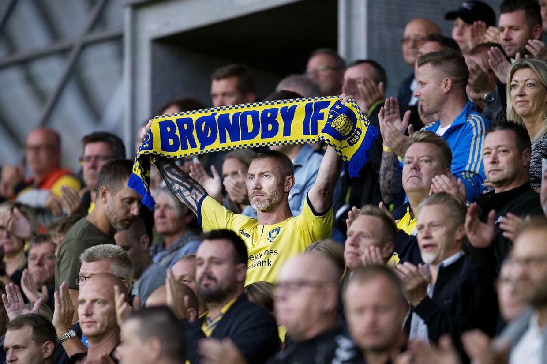 Brøndby fans under superliga kampen mellem Brøndby-FC Midtjylland på Brøndby Stadion den 2 september 2018.