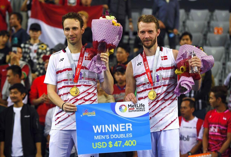 Halvandet år efter han under EM 2016 i Rusland var blevet ramt af en hjerneblødning, vandt Carsten Mogensen (til højre) herredoublefinalen ved Korea Open.