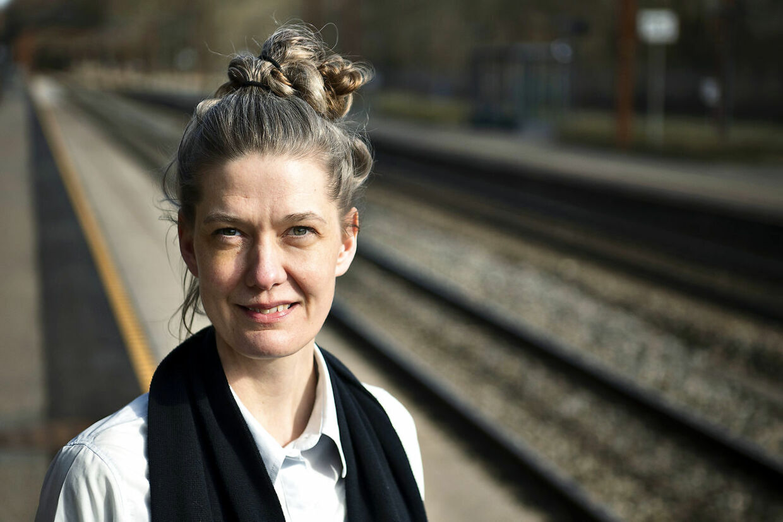 Lisbeth fra Sorø er togfører, og hun mener, at der med tiden er blevet længere mellem smilende og venlige passagerer.