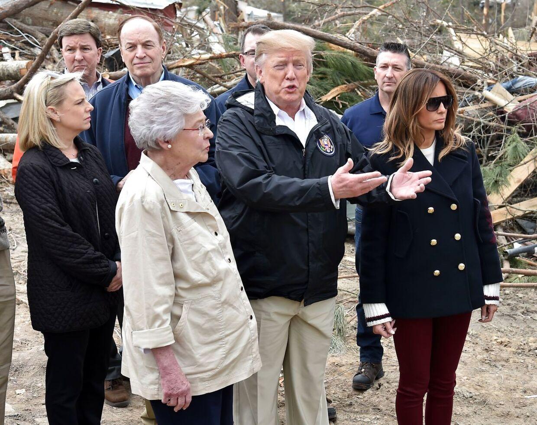 Her ses Donald Trump og Melania Trump i Beauregard, Alabama.