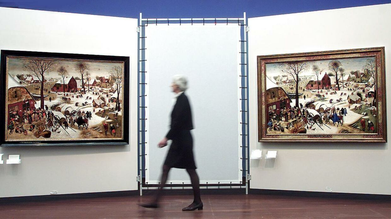 Det var et maleri af Pieter Brueghel den yngre, røverne troede, de havde stjålet. De fik en lang næse. Her er det to malerier på en udstilling - det ene af Pieter Brueghel den yngre, det andet af Pieter Brueghel den ældre.
