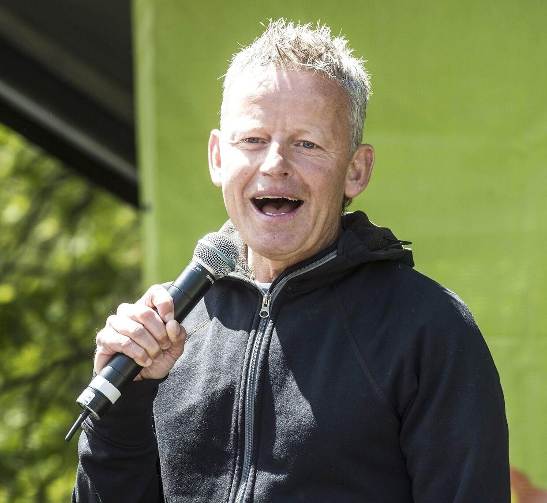 Bubber mener ikke, at Hugo Helmig bør spille i X Factor fredag aften.