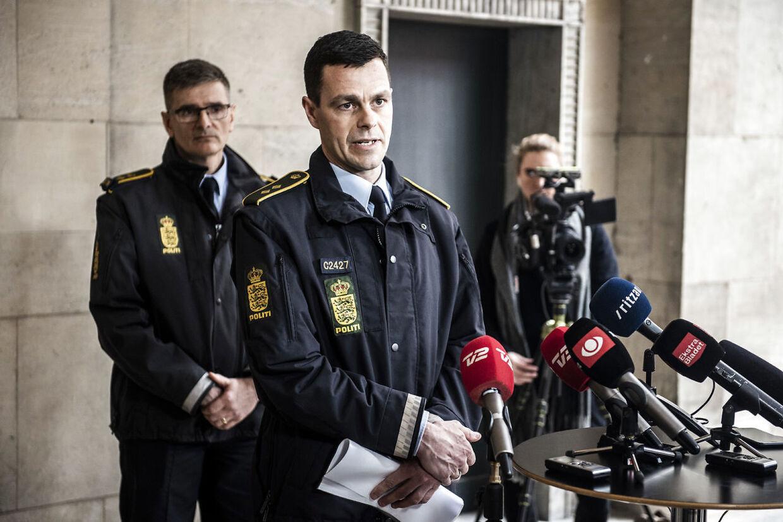 Efterforskningsleder Brian Belling fra Københavns Politi oplyste på et pressemøde foran Politigården i midten af marts, at de tre dødsfald på Østerbro i første omgang blev opfattet som naturlige dødsfald af tilkaldte politifolk.
