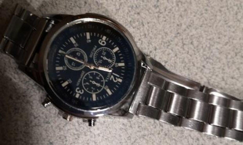 Sådan så det ur, Rune Kyed modtog fra Styled.dk, ud. Urskiven er af plastik.