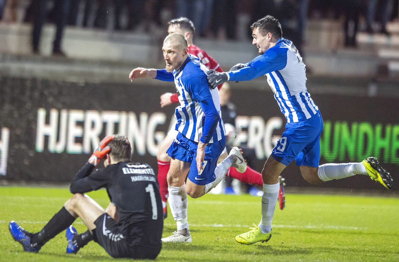 Joni Kauko fejrer sit 'sniger-mål', hvor han tog fusen på Vejle-keeper Thomas Hagelskjær og sendte Esbjerg i top-6.