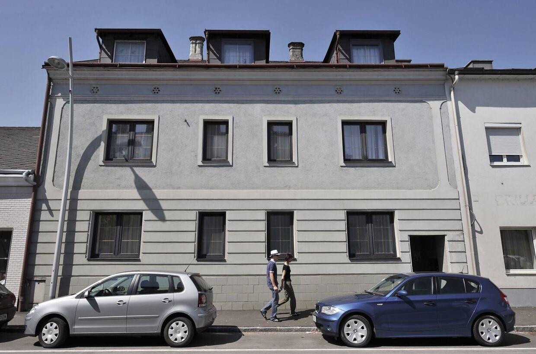 Fritz-hjemmet, hvor Elisabeth blev holdt fanget i kælderen. / AFP PHOTO / JOHN MACDOUGALL