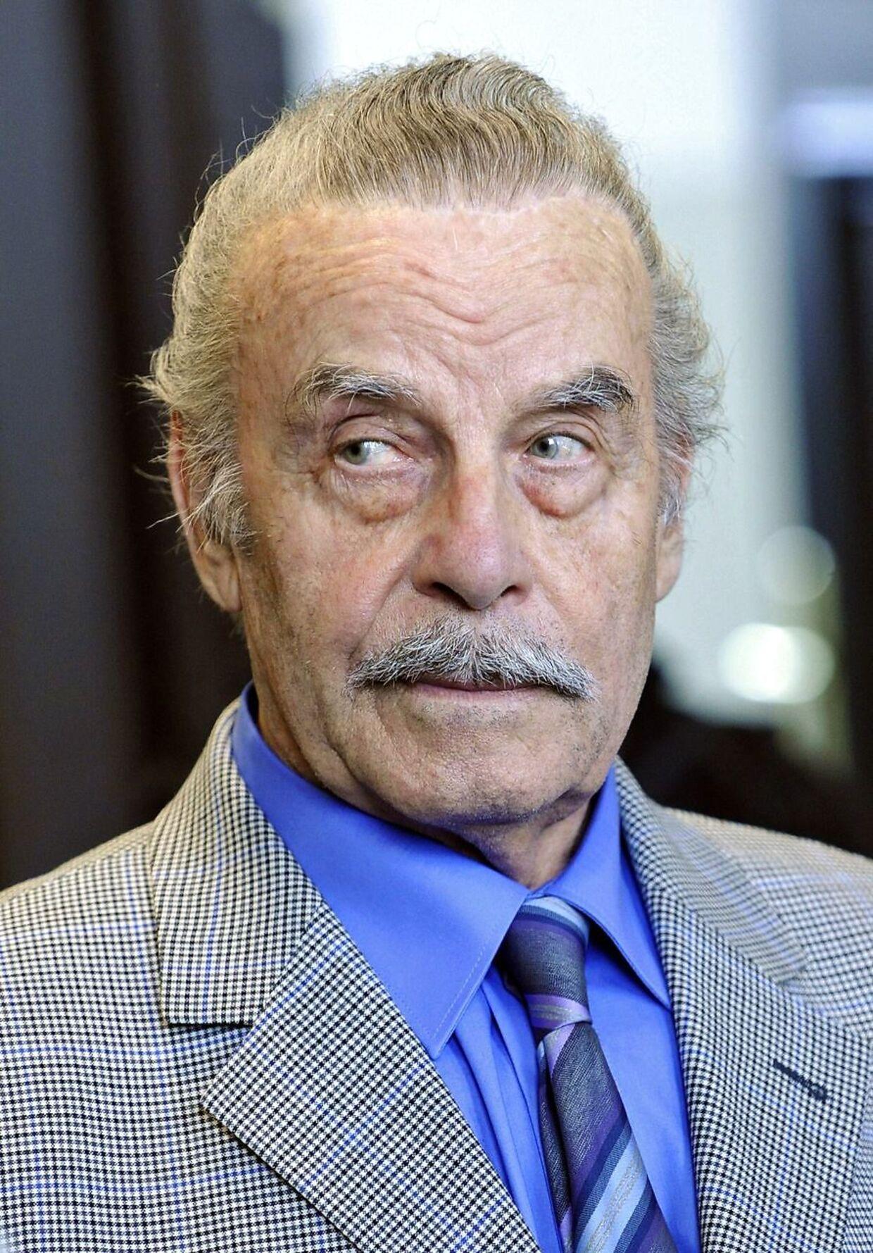Josef Fritzl i retten. AFP PHOTO/ POOL/ HELMUT FOHRINGER