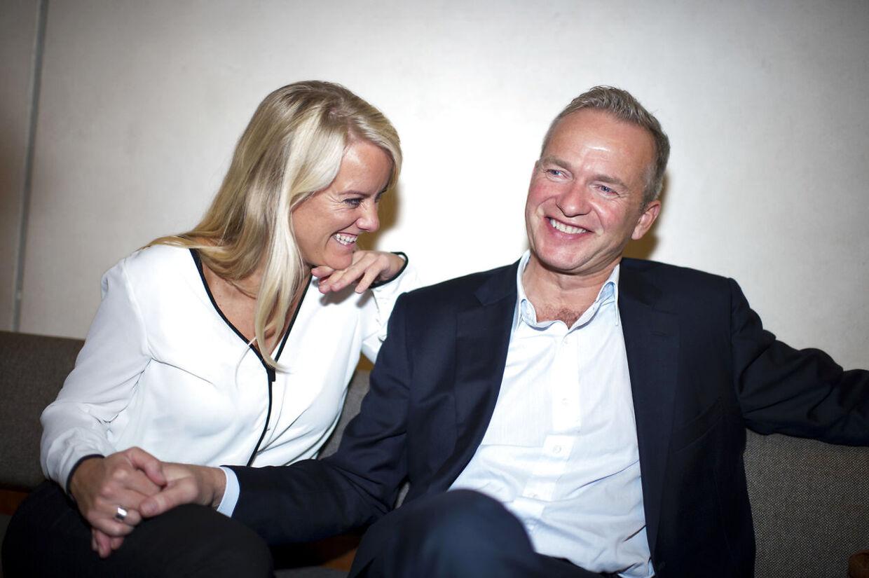 Pernille Vermund og Lars Tvede på CBS, hvor han holder foredrag for de studerende.