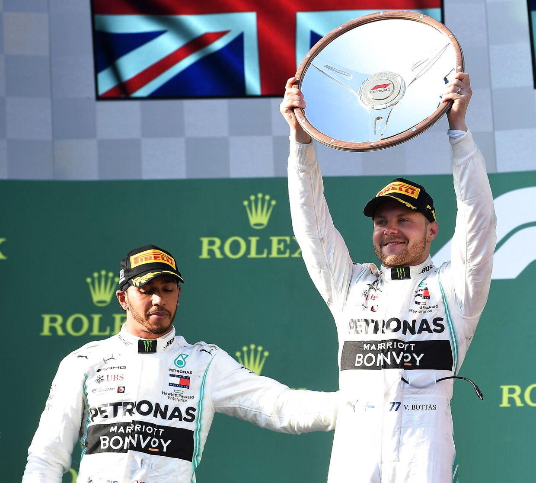 Valtteri Bottas løb med sejren i Australien foran holdkammeraten Lewis Hamilton.