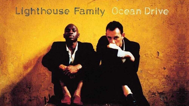 Her ses et billede af Lighthouse Family's debutalbum fra 1995.