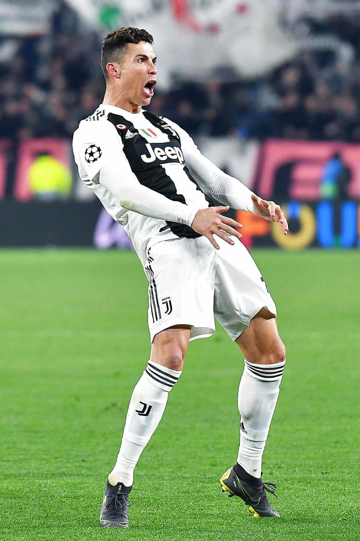 Cristiano Ronaldo straffes for denne jubelscene.