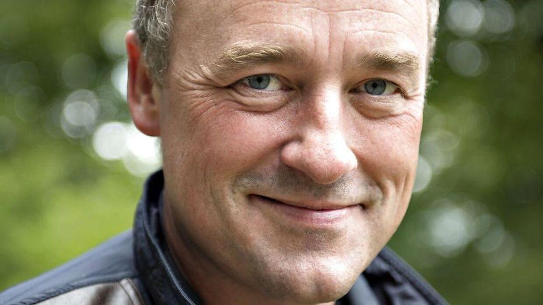 TV-værten Peter Ingemann, bor i Ry ved Himmelbjerget, her ved tårnet på toppen af Himmelbjerget, med Silkeborgsøerne i baggrunden