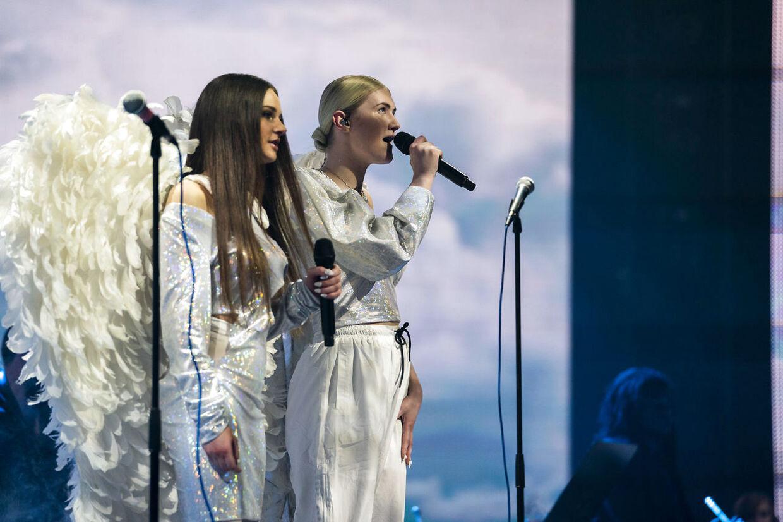 Maria og Bea sang Coolio-hittet Gangsta's Paradise'.