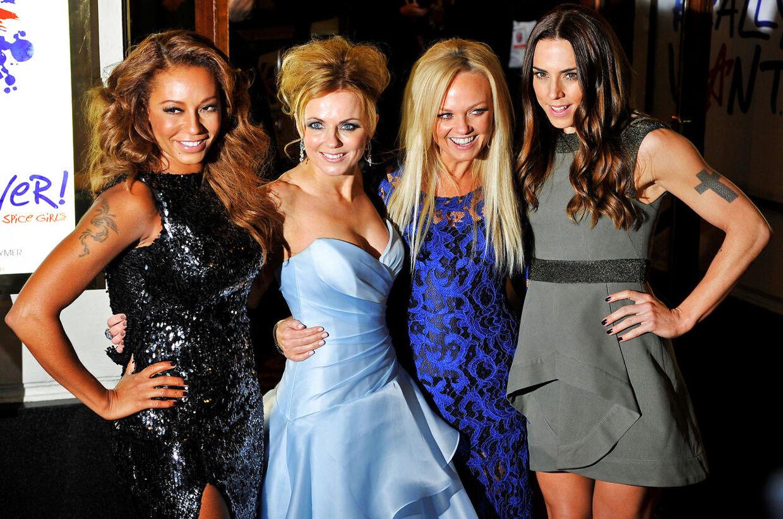 Melanie Brown, Geri Halliwell, Emma Bunton og Melanie Chisholm genforenet ved premieren på Spice Girls-musicalen 'Viva Forever'. Igen uden Victoria Beckham, som har holdt sig i baggrunden, og som heller ikke er med på den kommende reunion-tour.
