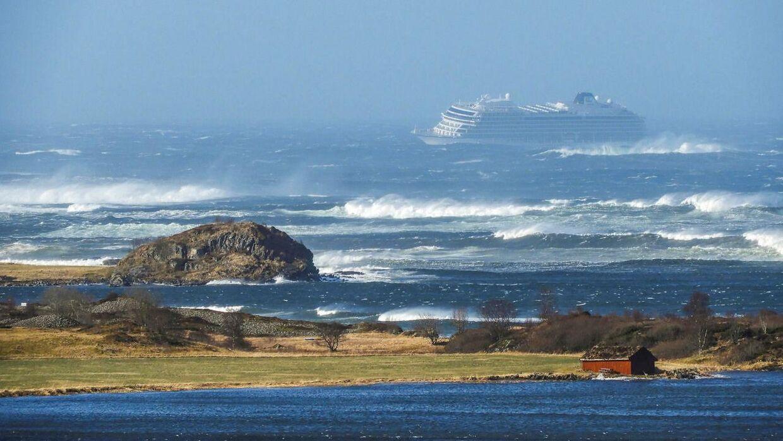 Sådan så det ud lørdag eftermiddag, da Viking Skys motorer pludselig satte ud ved Norges vestkyst.