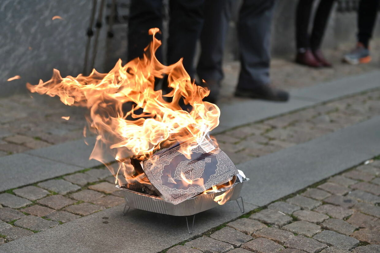 On March 22nd 2019 Islam critic Rasmus Paludan and his party burned the Quran in protest outside Christiansborg Palace. This happened at the same time as the muslim organization Hizb ut Tahrir hosted a Friday Prayer outside the Parliament Building commemorating the victims of the New Zealand Mosque attacks. . (Foto: Liselotte Sabroe/Ritzau Scanpix)