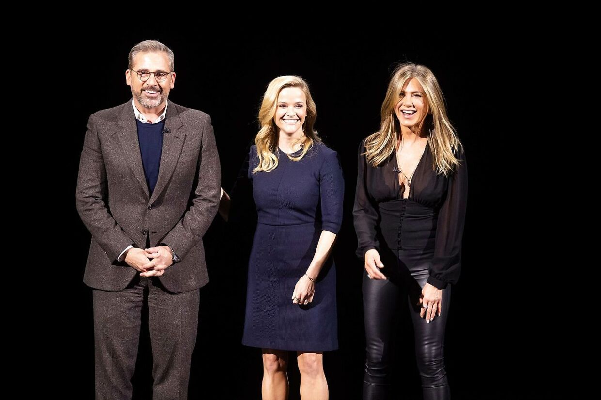 Skuespillerne Steve Carell, Reese Witherspoon and Jennifer Aniston på scenen under lancering af Apple tv +.