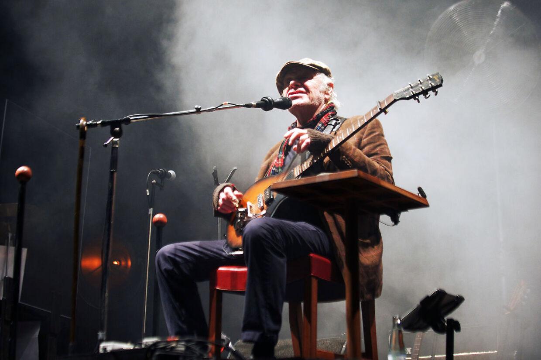 (ARKIV) Kim Larsen optræder sent lørdag aften på Jelling Musikfestival