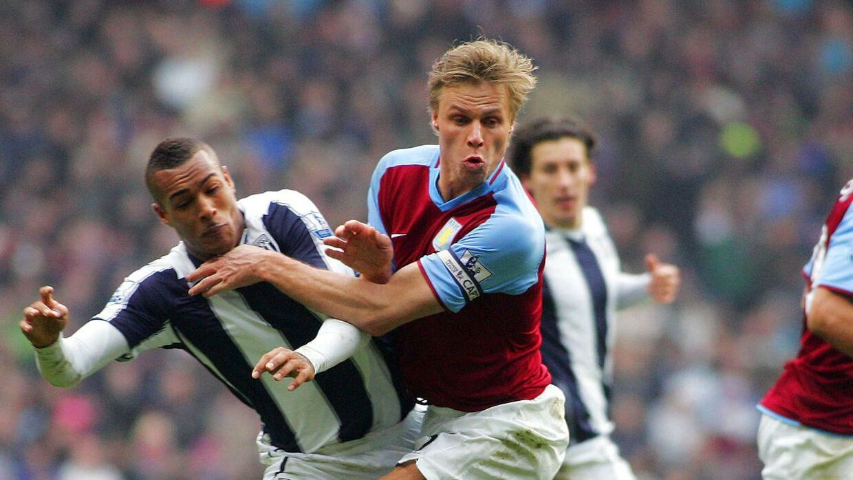 Martin Laursen (R) of Aston Villa tackles Jay Simpson (L) of West Bromwich Albion in the penalty area. Albion claimed for a penalty but it was denied during the Premier League soccer match played between Aston Villa FC and West Bromwich Albion FC at Villa Park, Birmingham, on January 10, 2009. AFP PHOTO / Geoff Caddick. FOR EDITORIAL USE ONLY Additional licence required for any commercial/promotional use or use on TV or internet (except identical online version of newspaper) of Premier League/Football League photos. Tel DataCo +44 207 2981656. Do not alter/modify photo.