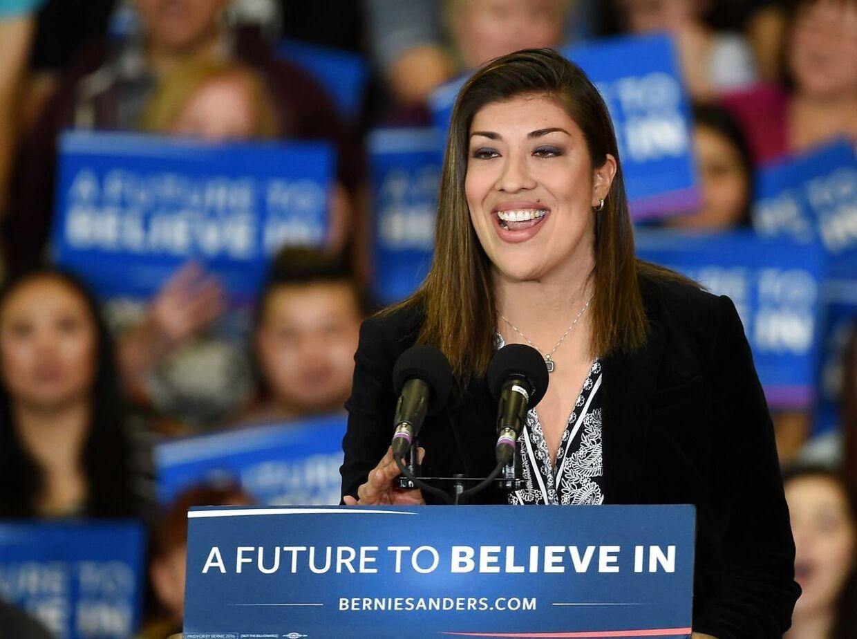 Den demokratiske politiker Lucy Flores beskylder Joe Biden for 'upassende opførsel'.
