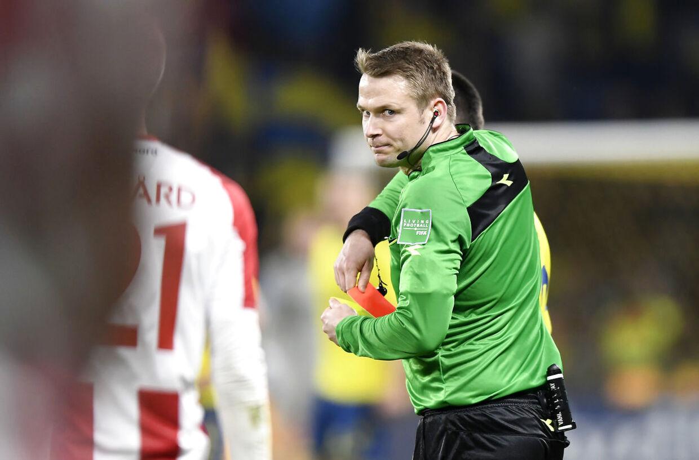 Dommer Jens Maae uddelte et rødt kort til Ante Erceg. (Foto: Lars Møller/Ritzau Scanpix 2019)