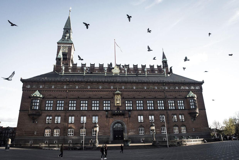 Teknik- og Miljøforvaltningen i Københavns Kommune rammes nu af endnu en møgsag. B.T. kan i dag afdække, at en advokat gennem tre år ifølge eksperter er blevet hyret af forvaltningen for 14,8 millioner kroner ulovligt, fordi opgaverne ikke har været i de lovpligtige udbud.