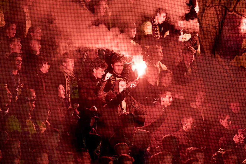 Brøndby-fans tænder romerlys under Superligakampen mellem FC Nordsjælland - Brøndby i Right to Dream Park, mandag den 8. april 2019