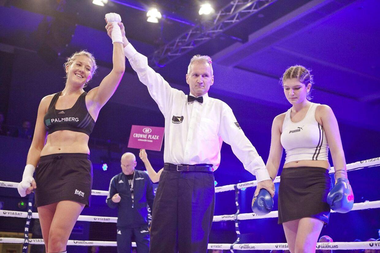 Klara Svensson vinder over Veronika Hornyak fra Ungarn ved et stævne i Albertslund i 2014.