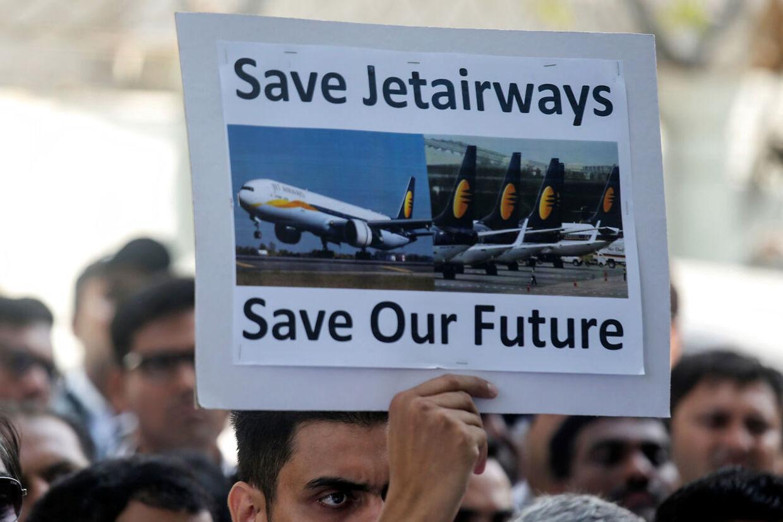 Jet Airways mange medarbejdere er bange for at miste deres job som følge af et potentielt kollaps.