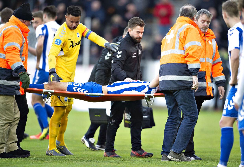 OB's Nicklas Helenius bliver skadet i Superligakampen FC Midtjylland mod OB på MCH-Arena i Herning, 14. april 2019.