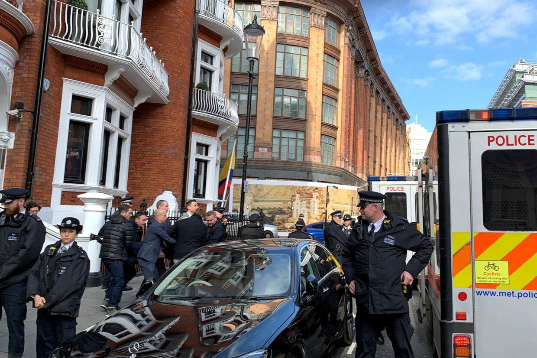 Da WikiLeaks-stifter Julian Assange blev eskorteret ud fra Ecuadors ambassade den 11. april, var det under stor tumult. Social Media/Ritzau Scanpix