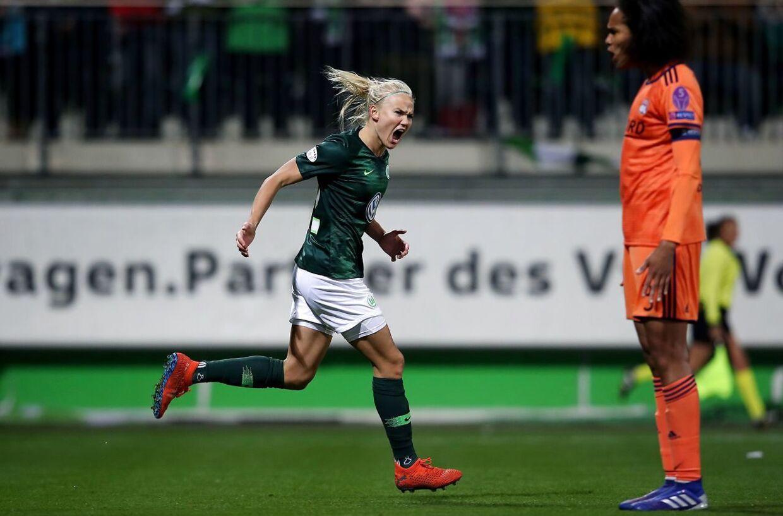 Pernille Harder scorede to mål i returopgøret mod Lyon i Champions League-kvartfinalen, men det var ikke nok, da Lyon vandt sammenlagt 6-3.