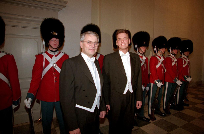 Sådan så det ud, da Torben Lund ankom til hofbal med sin kæreste, Claus Lautrup.