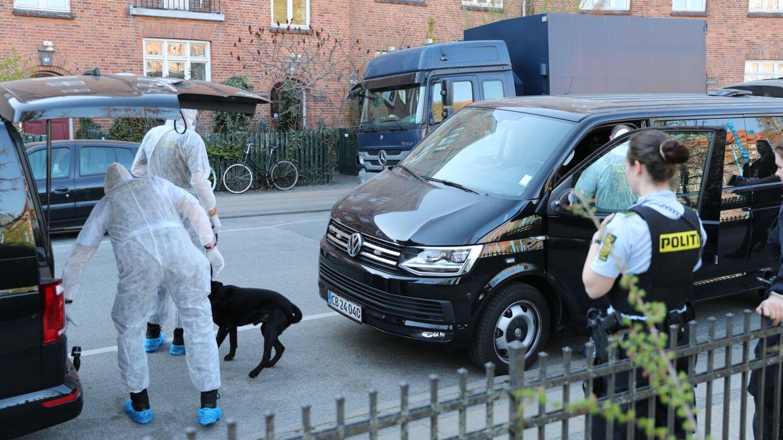 Stort politiopbud med kriminalteknikere og bomberyddere på Nørrebro.